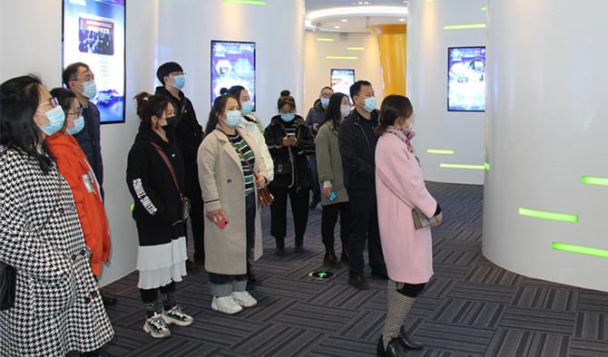 牡丹江市工信局青年理论学习小组参观走访友搏药业