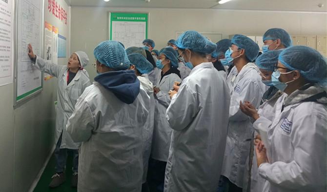 成都大学师生赴金鼎药业参观学习